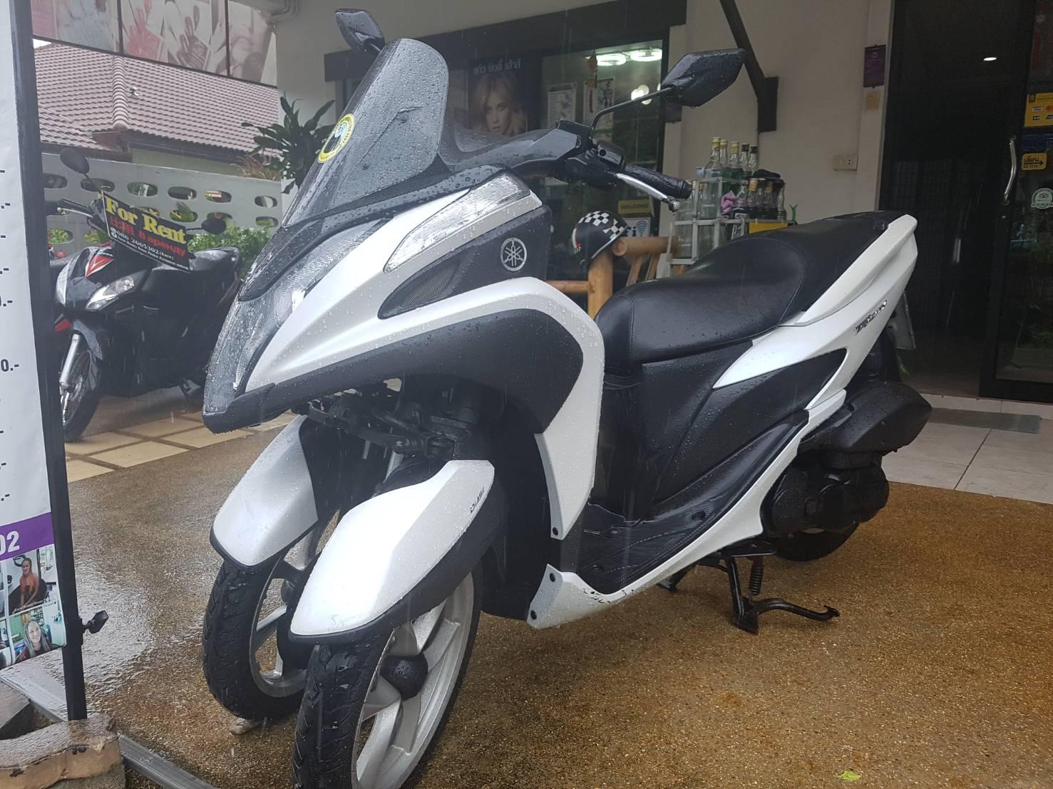 YAMAHA TRICITY 125 cc. ( 3 wheels )
